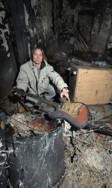 """<p class=""""artikelinhalt"""">Der Probenraum zweier Bands in Burgstädt ist am Montagabend durch ein Feuer zerstört worden. Jens Berger, Eigentümer des Gebäudes, in dem sich der Probenraum befand, ist entsetzt über den Schaden.</p>"""