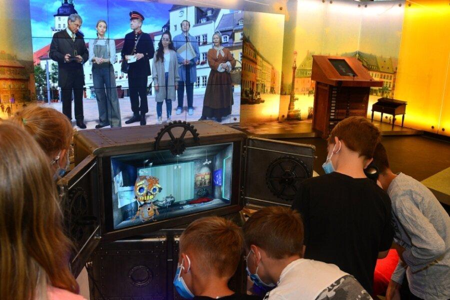 Die Zeit-Werk-Stadt hat die Generalprobe vor der Eröffnung am 15. Juli bestanden. Die 24 Schüler der Klasse 3 a der Astrid-Lindgren-Grundschule aus Frankenberg waren begeistert. Sie durften als erste Gäste das Erlebnismuseum besuchen. Gewonnen hatten sie die besondere Schulstunde bei einem Kreativ-Wettbewerb.