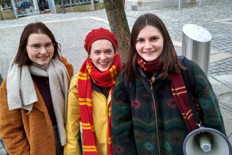 Engagieren sich in Plauen in der Klimaschutz-Bewegung Fridays for Future (von links): Lea-Sophie Gauglitz, Jelena Wardezki und Kristin Franke