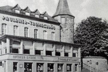 Der Nonnenturm vor Plauens Bombardierung 1945.