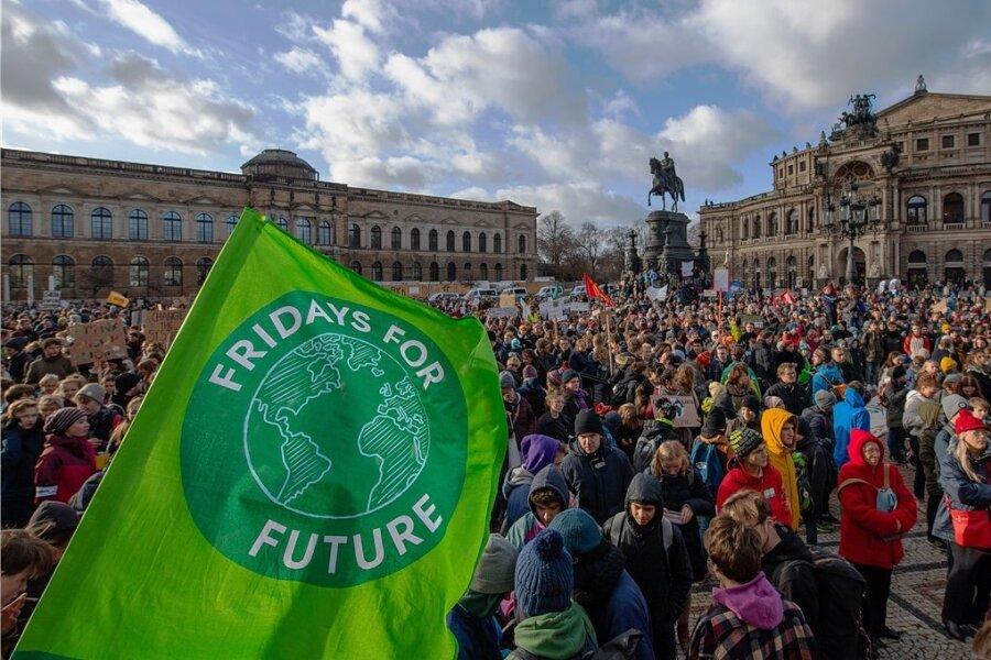 """Nach einem Aufruf der Bewegung """"Fridays for Future"""" demonstrierten im Herbst 2019 auch in Dresden tausende Menschen für mehr Klimaschutz. Für Freitag ist nun ein neuer Klimastreik angekündigt."""