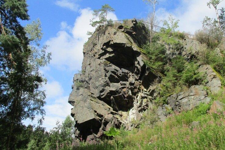 Der Röthelstein bei Beerheide zählt zu den Geotopen, über die künftig auf Schautafeln unterrichtet werden soll.