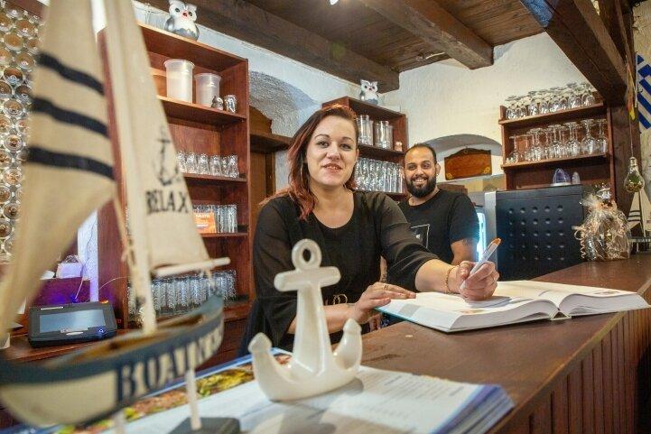 Maria Kafe ist das Organisationstalent, sagt Stavros Margeretidis. Die beiden sind die neuen Pächter der Traditionsgaststätte Landsknecht in Augustusburg. Nach der Wende gab es schon einmal ein griechisches Lokal am Markt.
