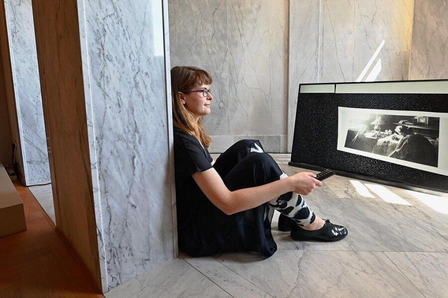 """Stefanie Smolkina erinnert mit ihrer Videoinstallation """"Her Presence Revealed"""" an den Beitrag der Frau Henry van de Veldes, Maria Sethe."""