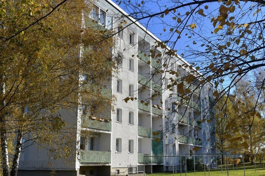 An zwei Wohnblöcken an der Langhennersdorfer Straße in Großschirma sollen im nächsten Jahr die Balkone instand gesetzt werden.
