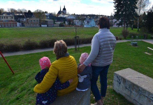 Die sechs geplanten Eigenheimgrundstücke auf dem einstigen Ruma-Gelände, hier vom Spielplatz am Schützenplatz aus fotografiert, sollen vor allem für Familien attraktiv sein.