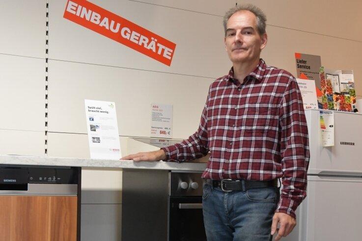 Dem Brand-Erbisdorfer Geschäftsinhaber Thomas Jülke gehen die Geschirrspüler aus. Die hohe Nachfrage kann er nicht befriedigen.