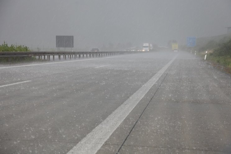 Auf der A72 und der A4 kam aufgrund des Unwetters der Verkehr zum Erliegen.