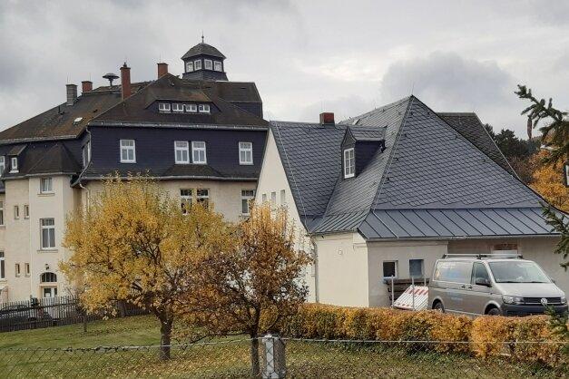 Haus der Vereine in Schwarzenberg-Heide: Links das Hauptgebäude, rechts der Zwischenbau, an dem der Kegelbahn-Anbau ansetzte.