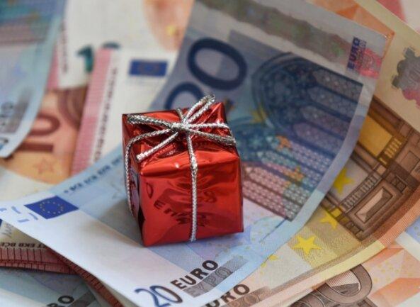 Zwei Männer erhofften sich die große Liebe - und haben nun hohe Schulden. Am Amtsgericht Zwickau kam ans Licht, wie eine junge Frau das angestellt hat.