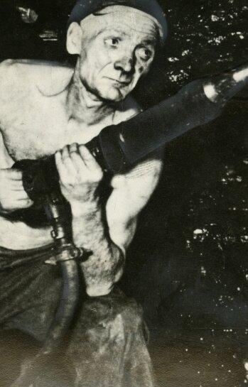 """<p class=""""artikelinhalt"""">Adolf Hennecke. Die nachträglich gemachte Aufnahme - ein Abziehbild der sozialistischen Idee.</p>"""
