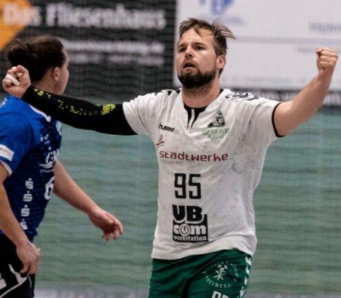 Jens Tieken hat sich beim Auswärtsspiel in Delitzsch dreimal in die Torschützenliste eingetragen. Er blickt mit seinen Freiberger Handballern auf einen erfolgreichen Saisonstart zurück.