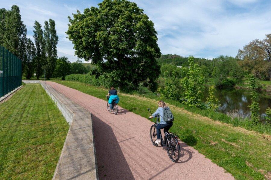 Hinter dem Rochlitzer Stadion könnte nach Vorstellung der Stadt in Richtung Döhlen eine Brücke für Radfahrer und Fußgänger entstehen und so den geplanten Radweg besser an die Stadt anbinden. Doch bisher ist das noch nicht umsetzungsreif. Jetzt sammeln Verkehrsexperten im Rahmen eines Mobilitätskonzepts Ideen unter anderem für den Radwege-Ausbau in der Region.
