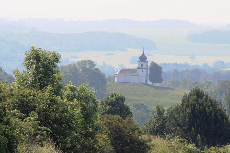 """Die Kapelle Heinersgrün im ehemaligen vogtländischen Grenzgebiet. Dort und in Orten wie Burgstein, Posseck, Wiedersberg oder Krebes wurden 1961 mit der """"Aktion frische Luft"""" rund 170 Menschen umgesiedelt."""