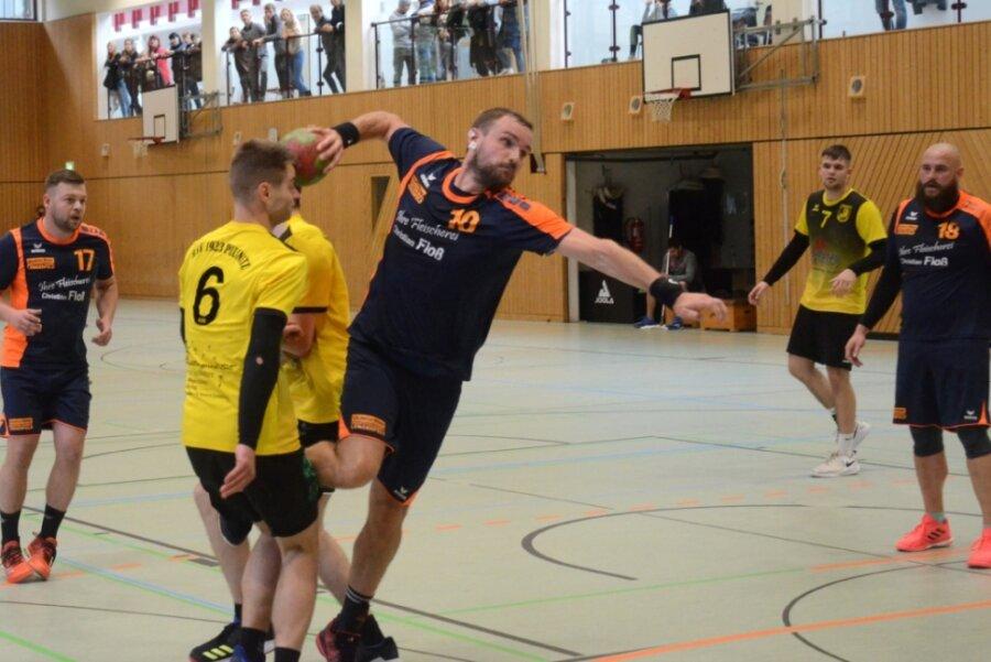 Zugang Marcel Karch beim Torwurf. Er traf in seinem Debütspiel für die Lengenfelder zweimal.