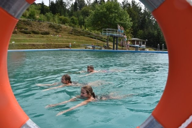 Der Wunsch nach einem Freibad in Meerane ist immer wieder zu hören. Das Foto entstand in Klingenthal.