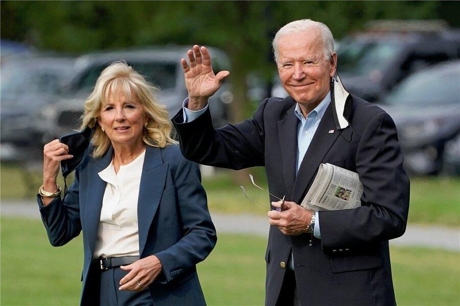 US-Präsident Joe Biden winkt im Garten des Weißen Hauses in Washington, bevor er zusammen mit seiner Frau Jill zu einer einwöchigen Europa-Reise aufbricht.