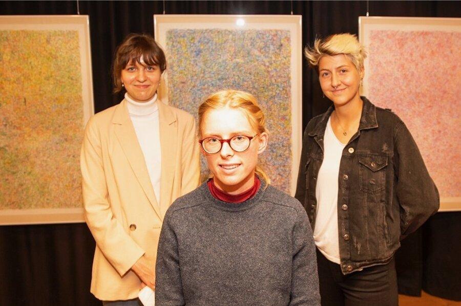 Die Preisträgerinnen von links: Maria Golowin aus Kempten, Lore Möhwald aus Leipzig und Lisa-Marie Nachtmans aus Hamm.