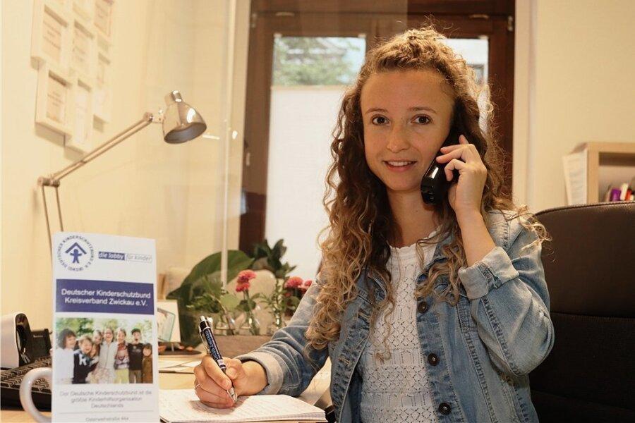 Die Koordinatorin des Zwickauer Kinderschutzbundes Katja Heyn am Kinder- und Jugendtelefon, das von 14 bis 20 Uhr geschaltet ist.