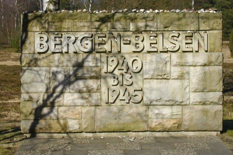 Mit diesem Gedenkstein wird auf dem Areal des einstigen Konzentrationslagers Bergen-Belsen an die Inhaftierten und deren Schicksal erinnert. Ein ehemaliger Gefangener hat seine Erinnerungen an diese dunkle Zeit jetzt in Buchform veröffentlicht.