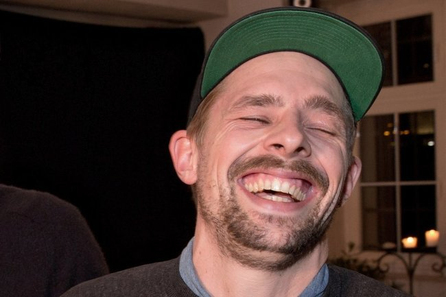 """Das sollte Klaas Heufer-Umlauf in der Prime-Video-Show """"LOL: Last One Laughing"""" keineswegs tun: lachen."""