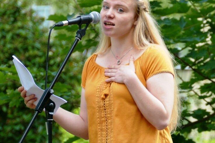 Beim Zschopauer Parkfest im vergangenen Jahr hat Elina Matthes ihre Leidenschaft für den Poetry-Slam entdeckt.