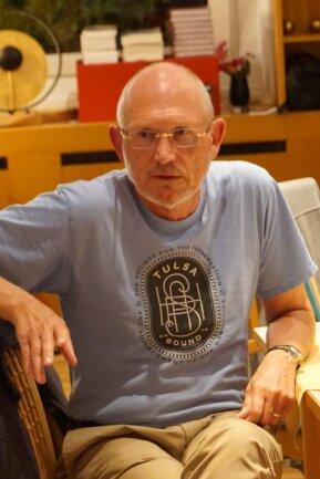 Herbert Quelle, ehemaliger Konsul in den USA, Musiker und Buchautor, bei seinem Vortrag am Mittwoch in Mühlleithen.