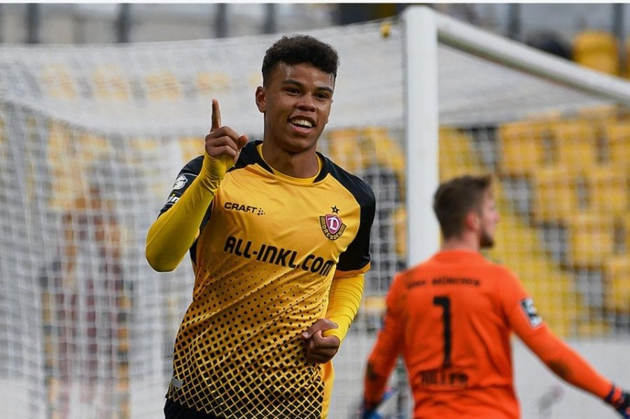 Dynamo-Eigengewächs Ransford-Yeboah Königsdörffer jubelt nach seinem Tor zum 2:1.