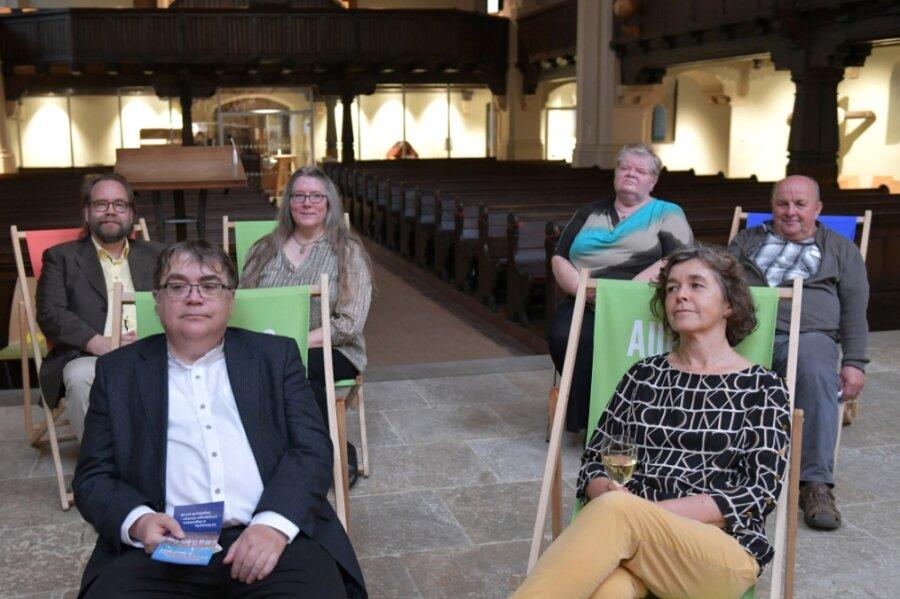 Dem Orgelkonzert mit Kantor Clemens Lucke lauschten Mieter der Wasserturmstraße in der Jakobikirche, vorn Karina und Stephan Lorenz, dahinter Paul und Christin Lepistö sowie Karin und Mathias Männel (v. l.).