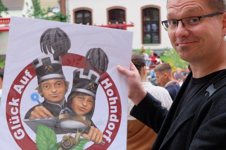 Hat für die Hohndorfer Glück-Auf-Schule ein lustiges Logo entworfen: Karikaturist Veit Schenderlein aus Mülsen.