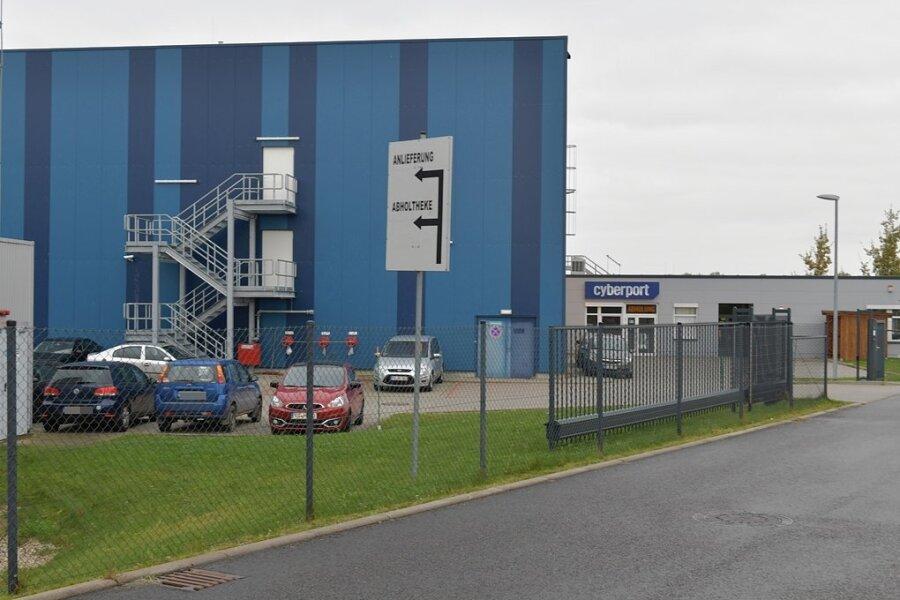 Eine weitere Halle will das Unternehmen Cyberport an der B 101 in Siebenlehn errichten. Die Gebäudehöhe soll laut einem Firmenvertreter ebenfalls zwölf Meter betragen - auch um einen Schallschutz zur nahegelegenen Wohnbebauung zu gewährleisten.