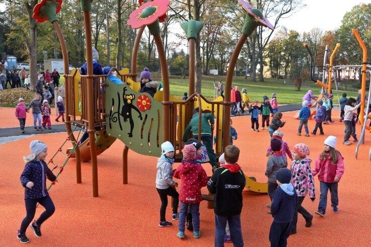 Der Spielplatz im Stadtpark von Oberlungwitz soll aus Mitteln des Bürgerhaushaltes erweitert werden. In dieses Vorhaben ist auch der Jugendbeirat einbezogen.
