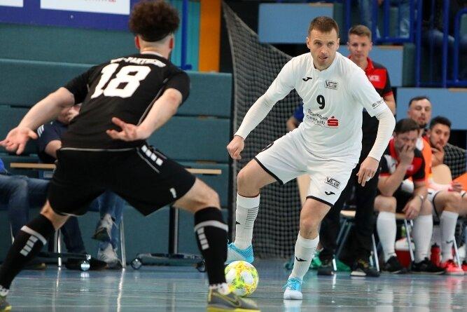 Vier Jahre lang schnürte sich Michal Salak (rechts) die Schuhe beim Futsal-Team aus Hohenstein-Ernstthal. In dieser Saison ist er endgültig auf die Trainerbank gewechselt.