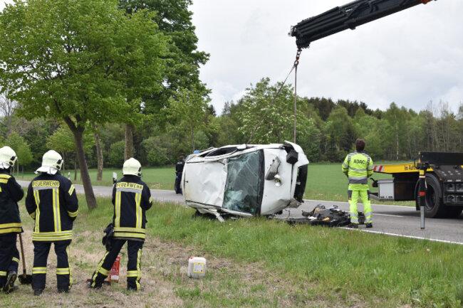 Der Mitsubishi-Fahrer kam schwer verletzt in ein Krankenhaus.