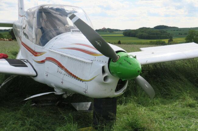 Diese Zlin 42 MU musste von den Piloten nach einem offenkundigen Motorschaden am Dienstag notgelandet werden.