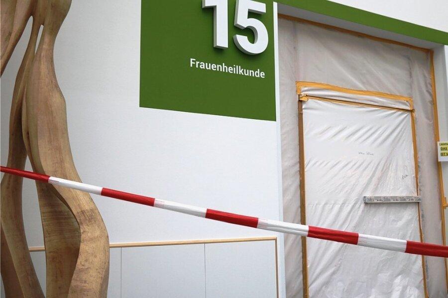 Noch ist die neue Station für Frauenheilkunde am Kreiskrankenhaus Freiberg eine Baustelle. Mitte November eröffnet sie.