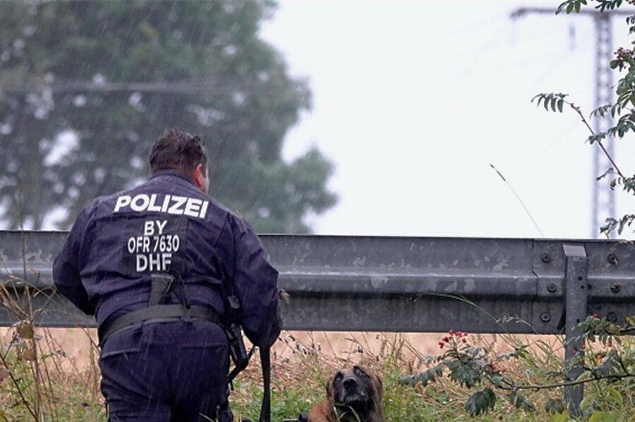 Bei der Spurensicherung setzte die Polizei einen Spezialhund ein.