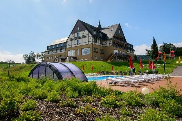 """Im zur Travdo-Kette zählenden Hotel """"Wettiner Höhe"""" in Seiffen wurde in einen Außenpool, Sauna und den Spielplatz investiert."""