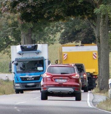Die S 268 zwischen Scheibenberg und Crottendorf zwingt Fahrer oft zum Ausweichen auf den Rand.