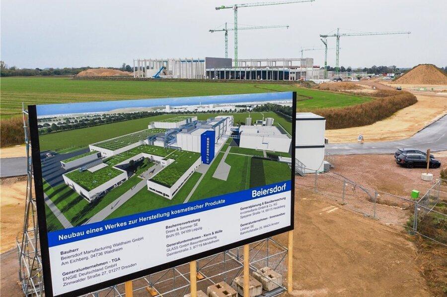 So soll das neue Werk von Beiersdorf in Leipzig aussehen. Jetzt war Grundsteinlegung für das 220-Millionen-Euro-Projekt.