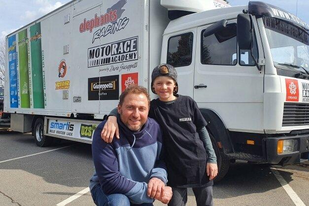 Diesen Laster hat Steffen Sachse zum Teamfahrzeug umfunktioniert. Der Truck bietet nicht nur Platz für die Technik.