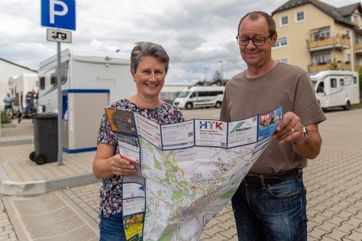 Vom Bodensee ins Erzgebirge: Angelika und Richard Frommknecht auf dem neuen Caravanstellplatz der Kreisstadt.