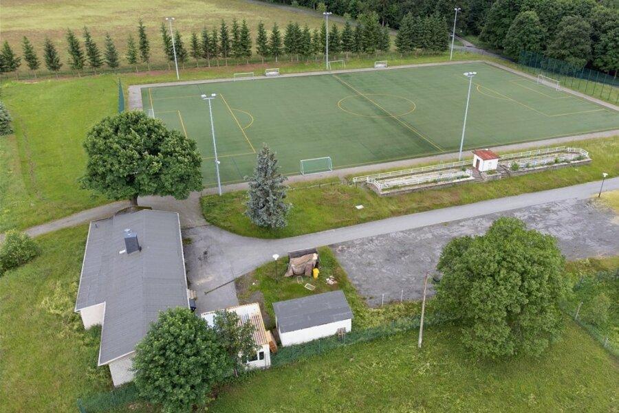 """Im Waldstadion Bärenstein wurde randaliert. """"Das Areal muss wieder unter Beobachtung"""", sagt der Bürgermeister."""