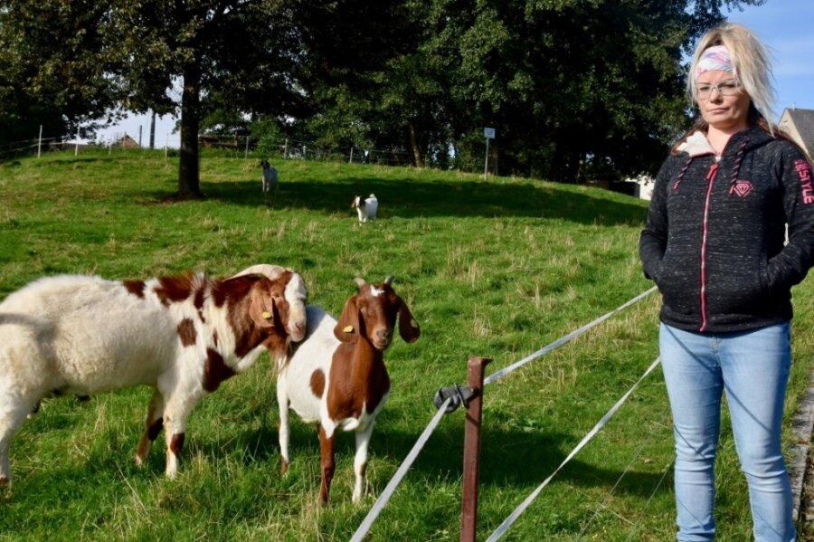 Nicole Wallrath und ihre Ziegen.