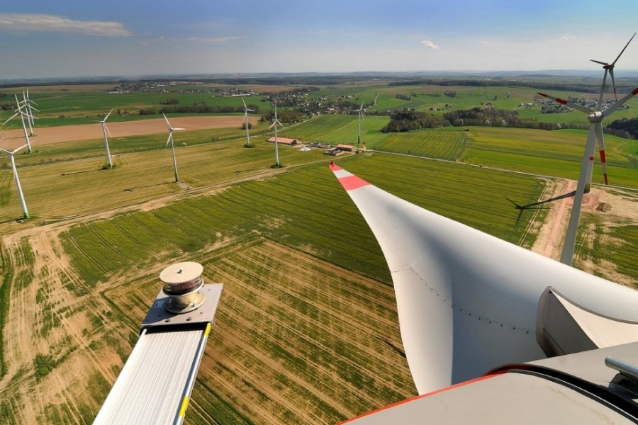 Der Blick vom Windpark Rossau II geht in Richtung Hainichen.