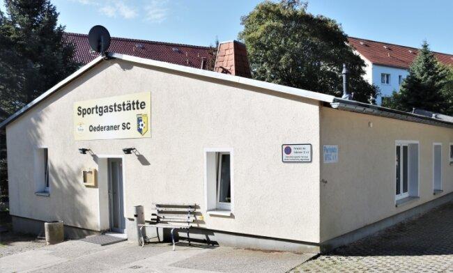 Der Sozialtrakt am Sportplatz Oederan ist umfangreich saniert worden. Eingebaut wurde unter anderem eine neue Duschanlage.