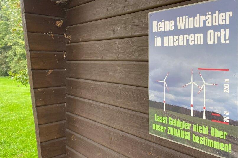 Protest gegen Windkraft an der Buswendeschleife im Ortsteil Schönerstadt: Der Oederaner Stadtrat hat sich am Donnerstag einstimmig gegen diese Form der erneuerbaren Energien im Stadtgebiet ausgesprochen.