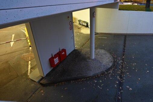 An der Ausfahr-Schranke des Parkhauses unter der Stadthalle ging am Sonntagabend eine Zeit lang nichts mehr. Nutzer mussten nachlösen.