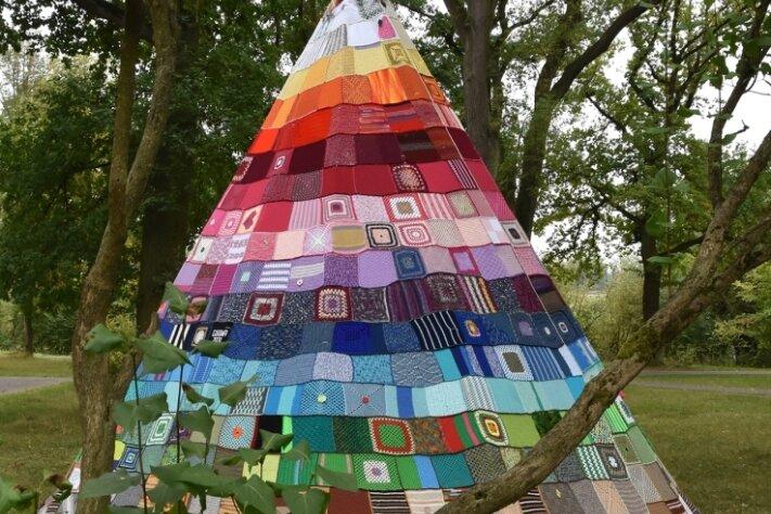"""Dieses """"Tipi der Begegnung"""" ist in Kirchhain in Hessen entstanden. Weitere Zelte stehen schon in mehreren Ländern, auch in Afrika und Asien."""