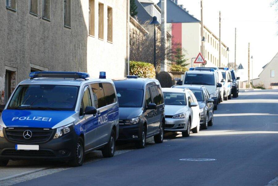 Mehrere Polizeiwagen waren am Mittwoch in Wolkenstein im Einsatz.